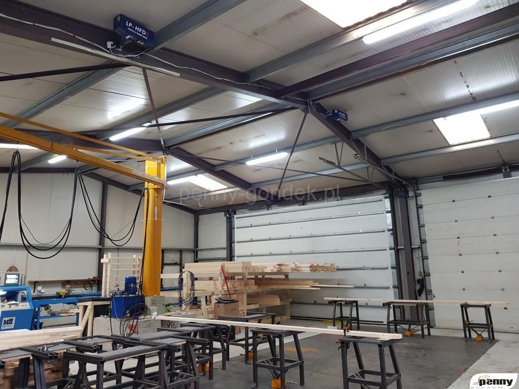 Linia projektorów 2D przy produkcji więźby dachowej